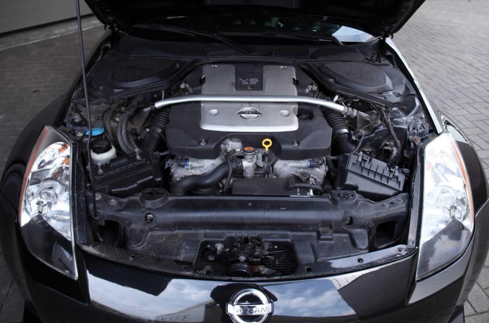 Nissan 350Z HR Track Edition 2008 engine bay – by Next Level Automotive – Go to nextlevelautomotive.eu