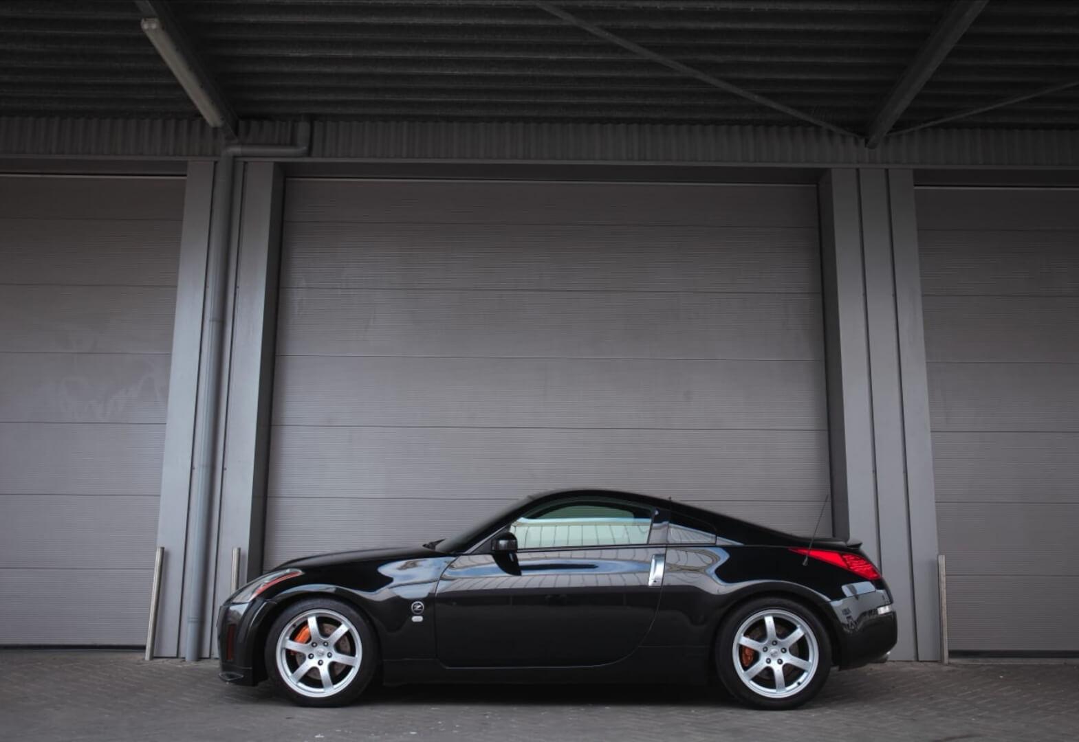 Nissan 350Z HR Track Edition 2008 side – by Next Level Automotive – Go to nextlevelautomotive.eu