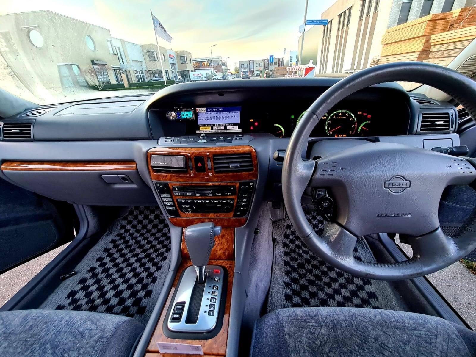 Nissan-Gloria-Y34-Ultima-9
